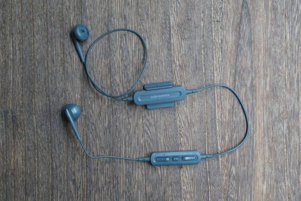 Bluetoothイヤホンは【オーディオテクニカ ATH-C200BT】がおすすめ。ワイヤレスで快適。