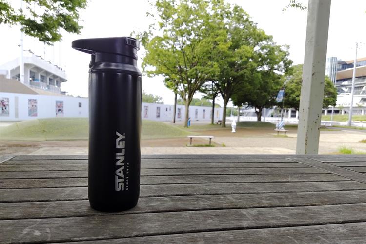 スタンレーの水筒【真空スイッチバックマグ】のレビュー。ワンタッチで直飲みできておすすめ。【STANLEY マウンテンシリーズ】