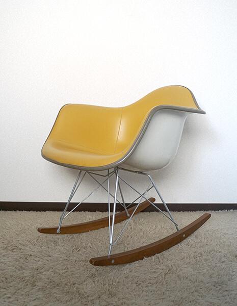 私が購入した1970年代のハーマンミラーのイームズ・アームシェルチェア