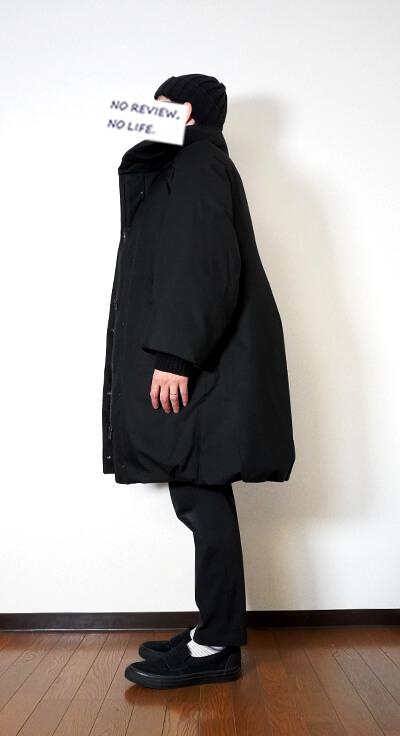 ユニクロ+Jのハイブリッドダウンコート(ウィメンズ)の着用イメージ 横